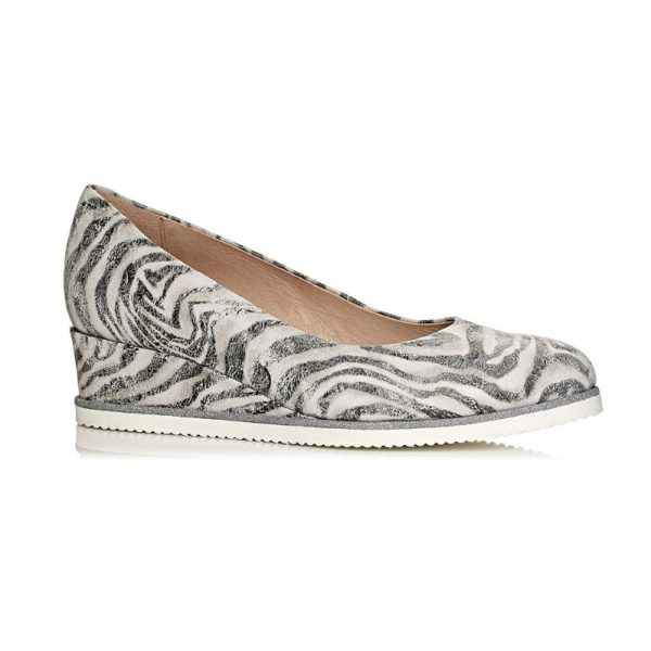 buy online wedge pump shoe in white tiger, removable insole, extra light