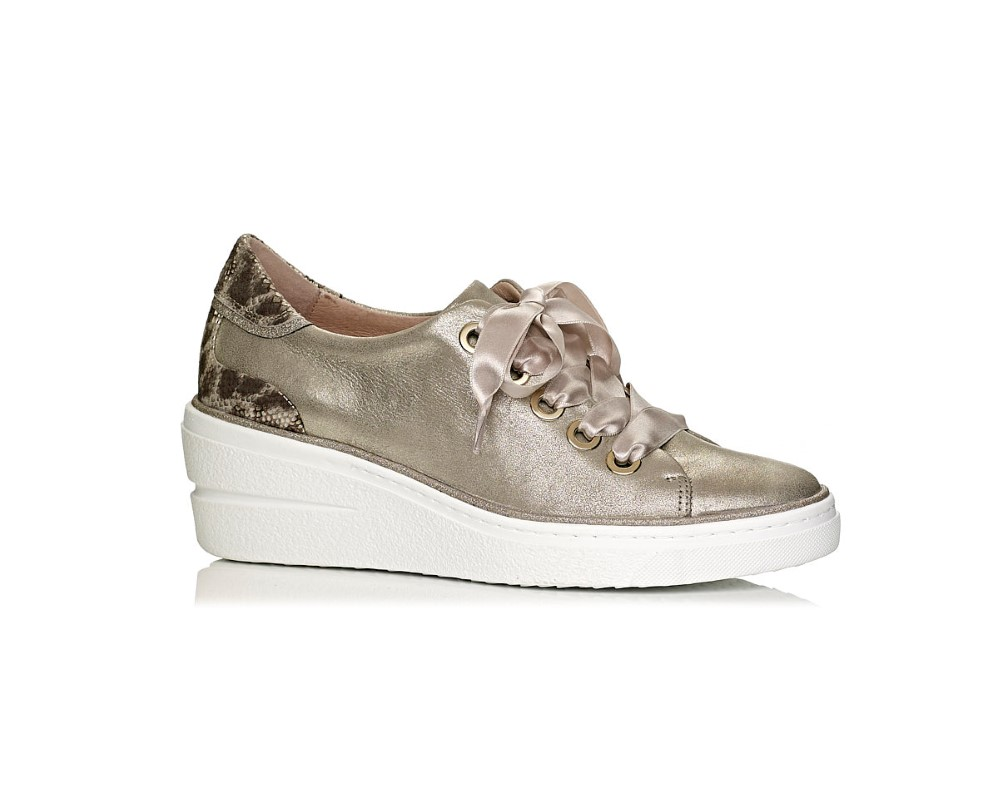 Softwaves wedge sneakers in gold and snake with laces