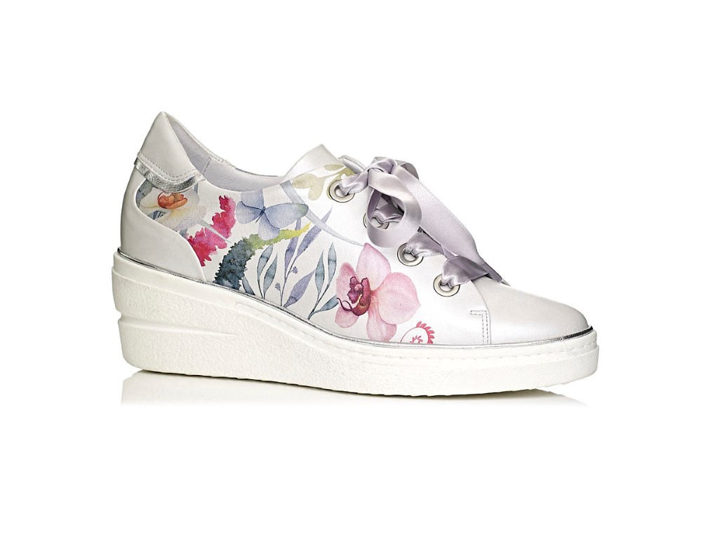 buy online wedge sneakers in white with flowre print, extra comfort