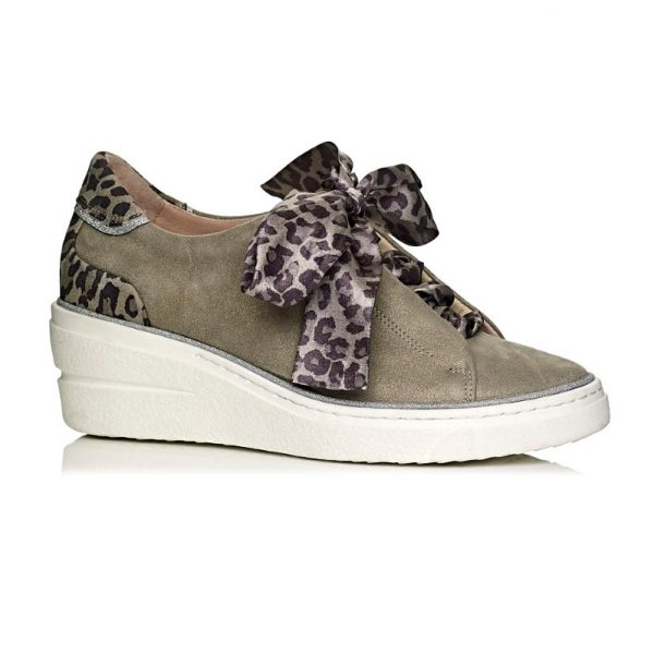Softwaves wedge sneakers in kaki with leopard laces , very confort