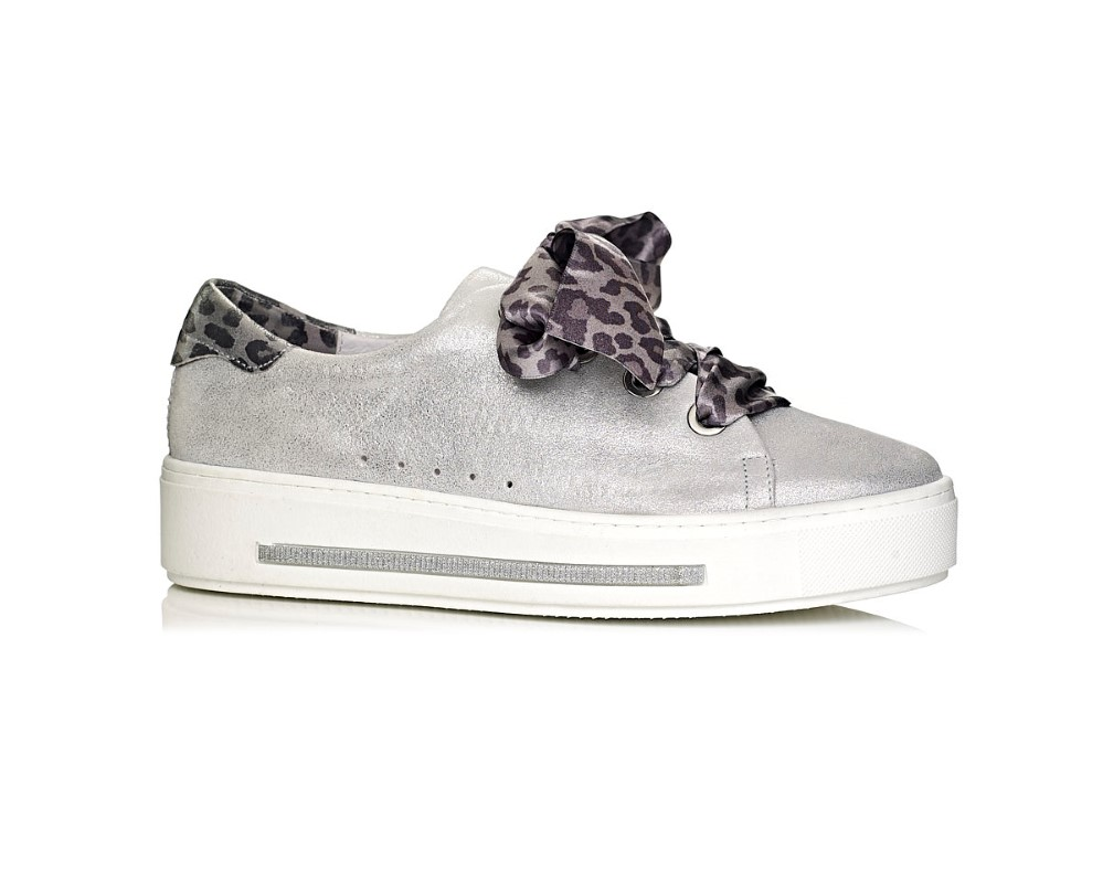 buy online Softwaves sneakers with white sole in color silver with satin laces extra comfor removable insole