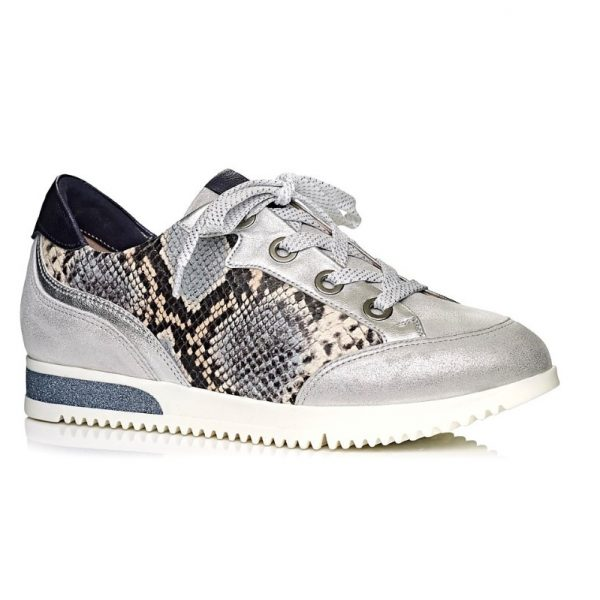 Softwaves Women sneaker with snake print and laces. extreme confort
