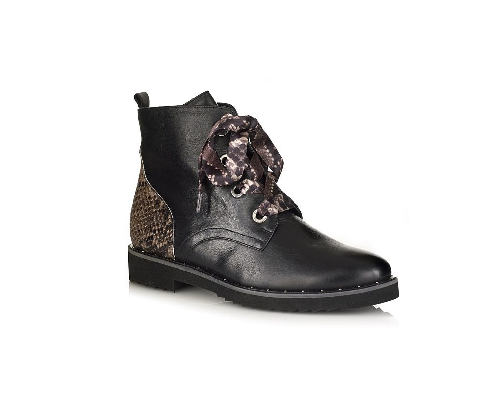 FLAT ANKLE BOOT IN LEATHER BACK WITH SPECIAL LACES VERY LIGHT AND COMDORT