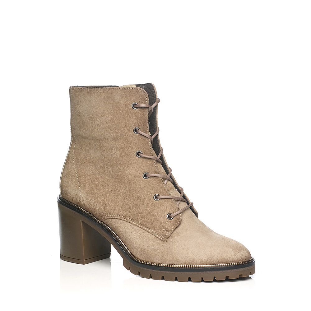 SOFTWAVES BOOTS WITH HEEL AN LACES, VERY SOFT AND COMFORTABLE